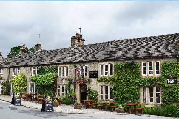 Outside of wedding venue the Red Lion and Restaurant in North Yorkshire