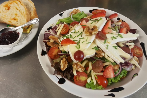 Photograph of brie salad served at the Hummingbird Cafe