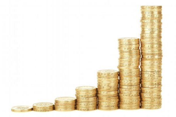 Pound coins in increasing piles