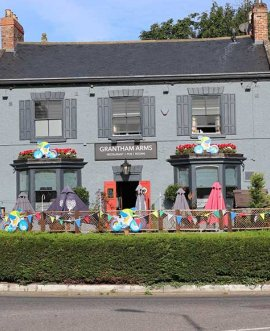 Grantham Arms in Boroughbridge with UCI Road World Championship decorations