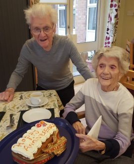 Les and Doris pictured with a cake as they celebrate their anniversary